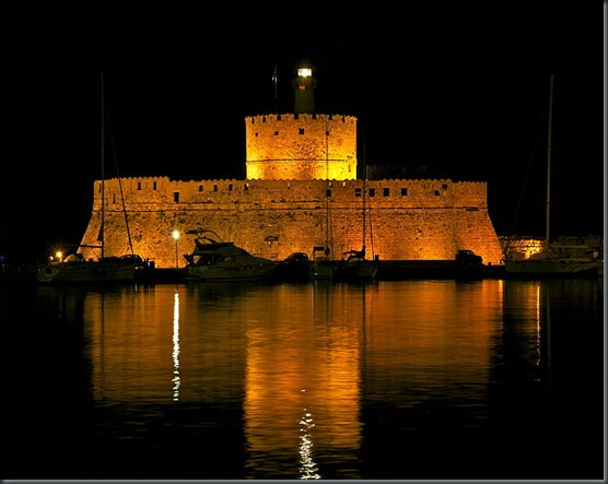 800px-Saint_Nicolas_Fort_Rhodes_Harbour_night
