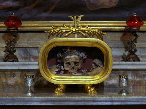 Santa_Maria_in_Cosmedin_(Rome)_Skull_of_St._Valentini_._Valentini